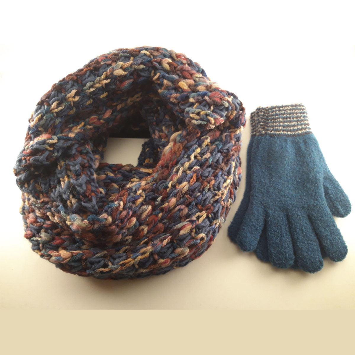 Multicolor Wool Collar And Gloves