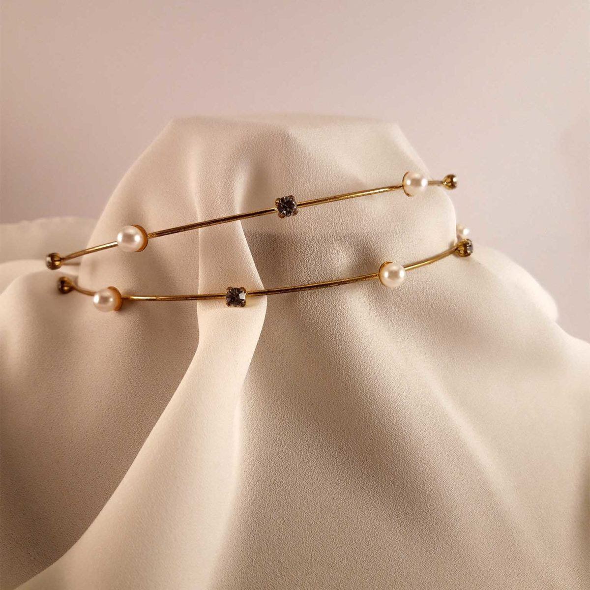 Golden Headband With Pearls And Diamonds