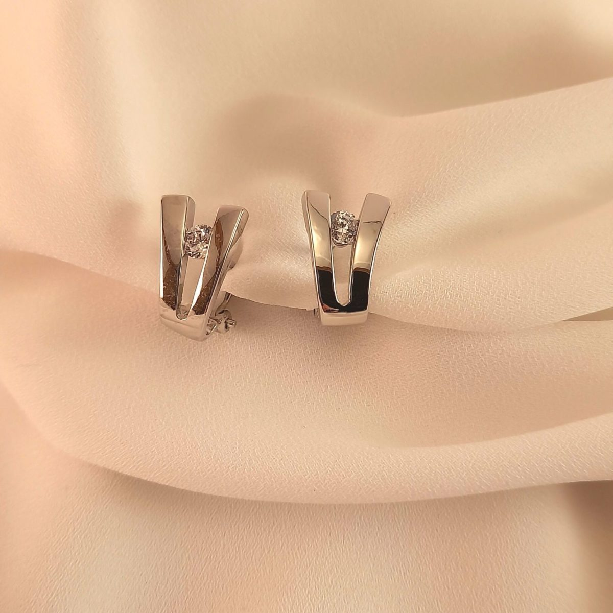 Silver-colored V Earrings And A Brilliant
