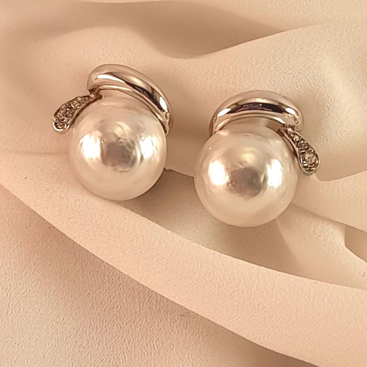 Large Pearl Earrings With Silver Details