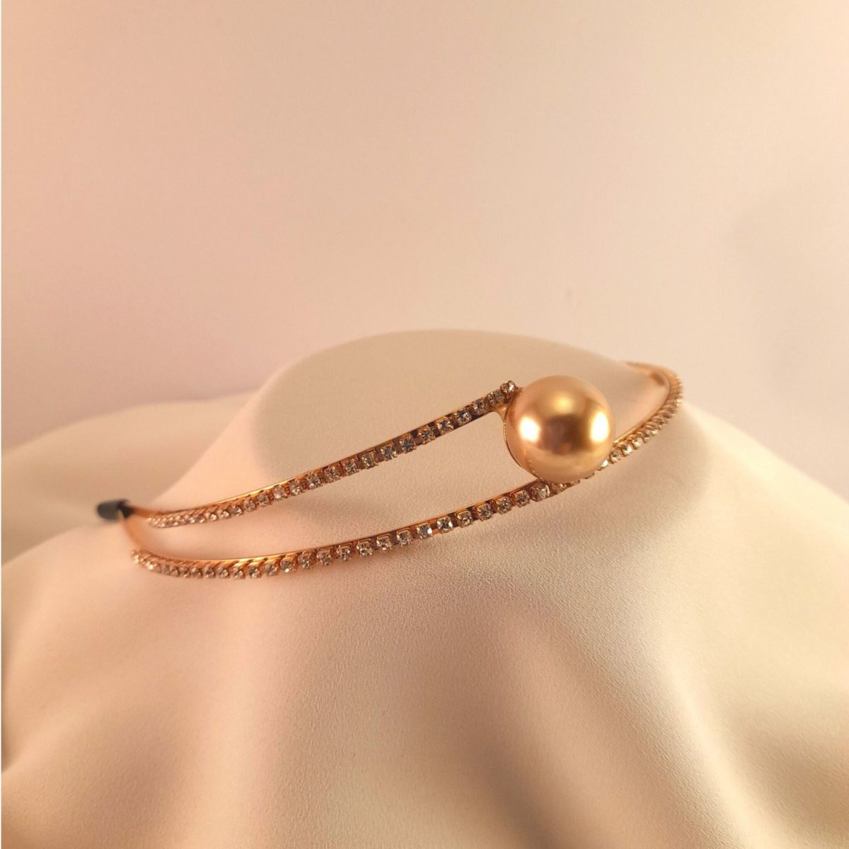 Gold Headband With 2 Straps Of Diamonds And A Pearl